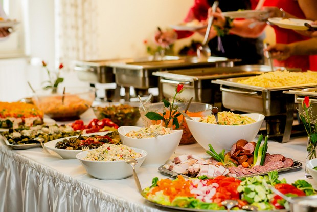 5 Tips To Choose Your Wedding Caterer